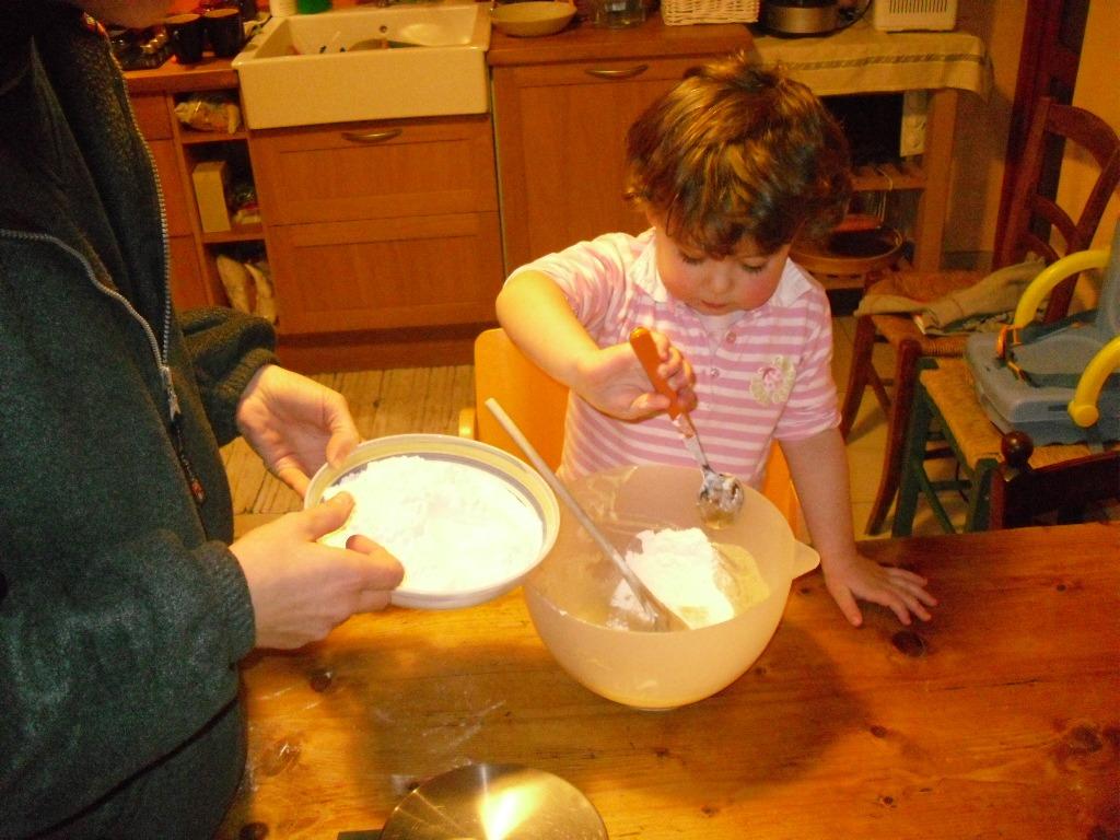 mamme e bambini in cucina